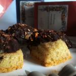 Madeleines senza glutine al profumo d'infuso ricoperte di cioccolato fondente
