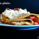 Crêpes furbe senza glutine con panna, fragole, cioccolato e pistacchio