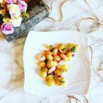 Orecchiette fritte con pesto al mojito, gamberetti saltati in padella e riduzione di pomodoro